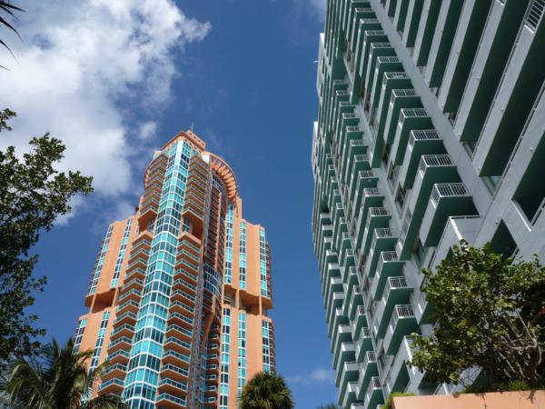 Aparmanové mrakodrapy na jižním cípu ostrava South Beach.
