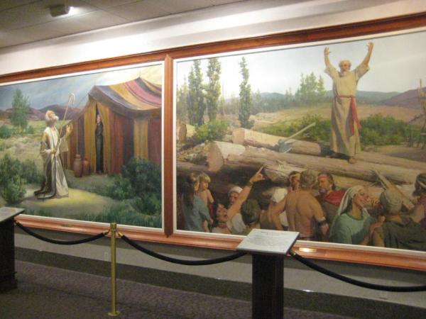 V další místosti obrazy s biblickými výjevy.