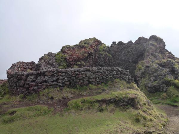 Detail kráterohrady.