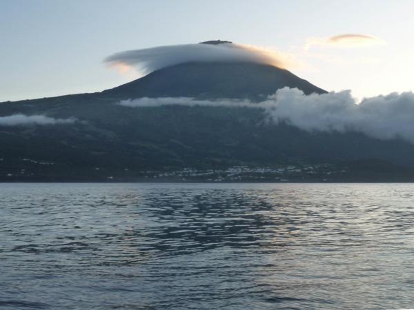 Hora Pico v ranním oparu.