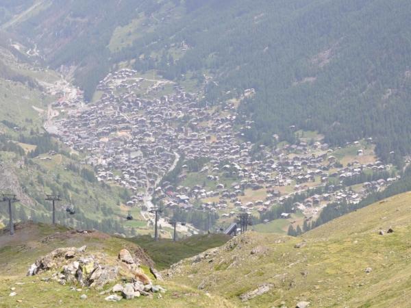 Pohled do údolí na Zermatt.