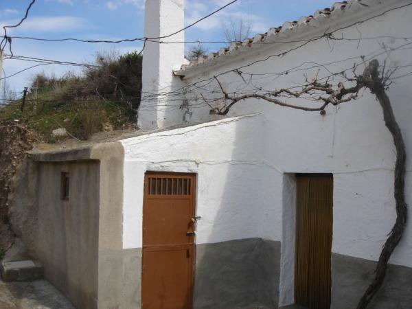 Skalní obydlí ve skalní čtvrti v Guadixu. Je jich tu opravdu plno.