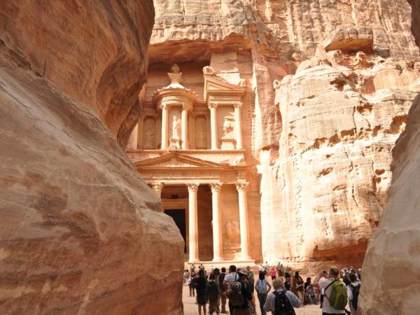Je to chrám Al Khazna (The Treasury).