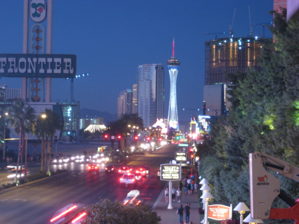 A již noční Las Vegas bulvár.