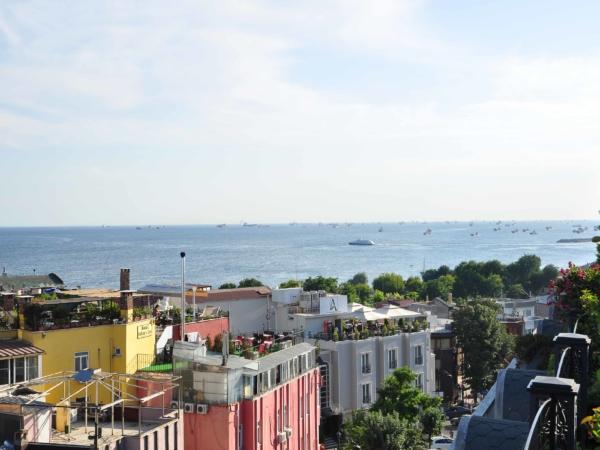 Výhled z terasy restaurace na starém městě.
