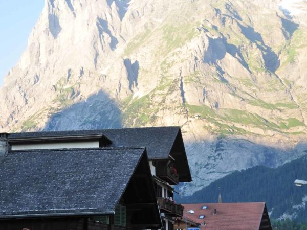 Večerní slavnost v Grindelwaldu.