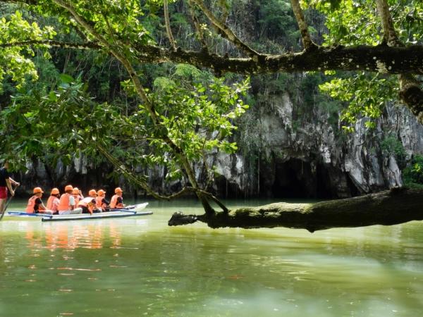 Zajíždíme do jeskyní vytvořených podzemní řekou.