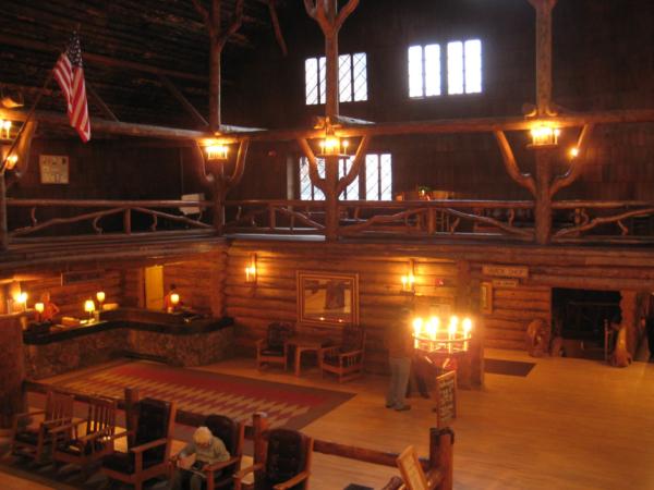 Lobby našeho hotelu Old Faithfull Inn
