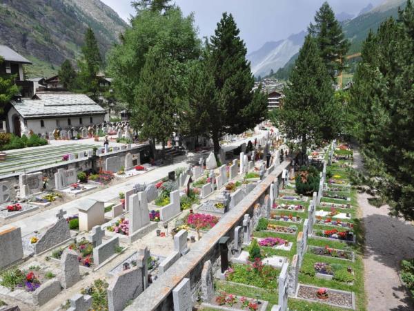 Malebný hřbitov - skoro jako krematorium v Pelhřimově.
