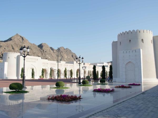 U sultánova paláce Al Alam.