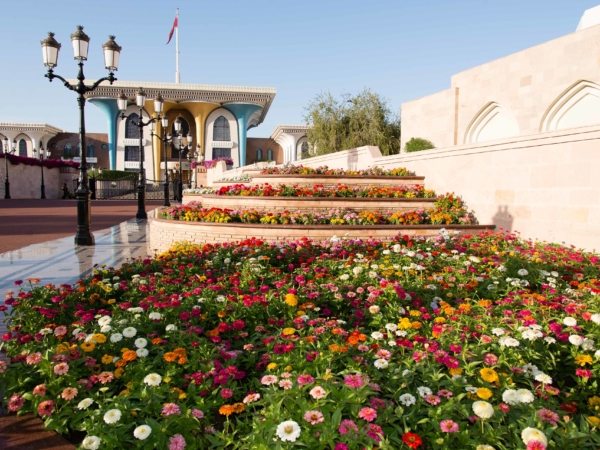 Palác Al Alam s maceškama.