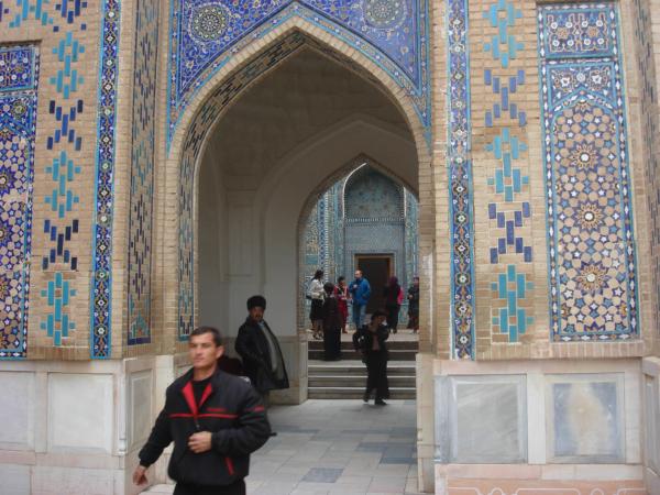 A všude kolem krásně zrestaurované mozaiky.