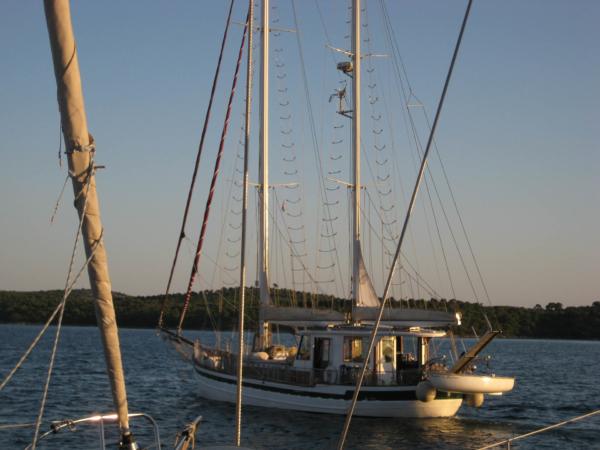 Takováhle loď se mi líbí - opravdový domov na vodě...