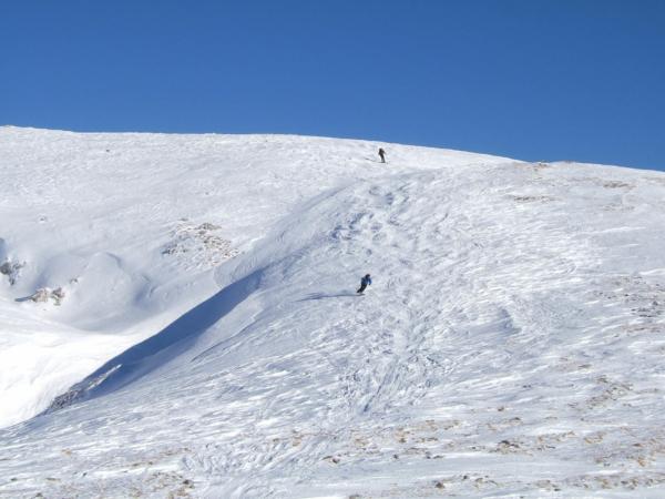 První sjezd. Sníh nebyl dobrý - tvrdý, ufoukaný a ledovatý.