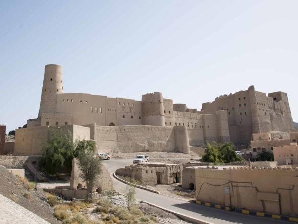 Pevnost ve městě Bahla. Cestou k Grand Canyonu pod horou Jebel Shams