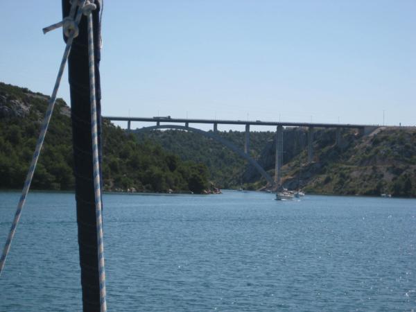Tak tohle je ten druhý most - dálniční.