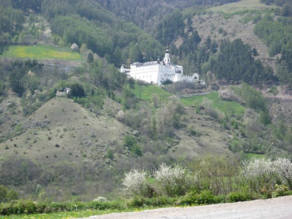 Z údolí Venosty jsme odbočili na sever k jezeru Resia.