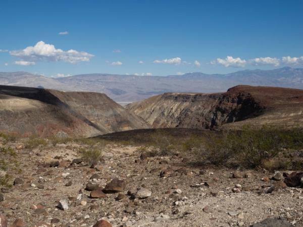 K údolí smrti (NP Death Valley) přijíždíme od Bakersfieldu.