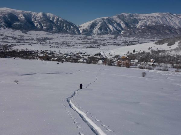 První pokus na skialpech - vybrali jsme si kopec nad městam Eden.