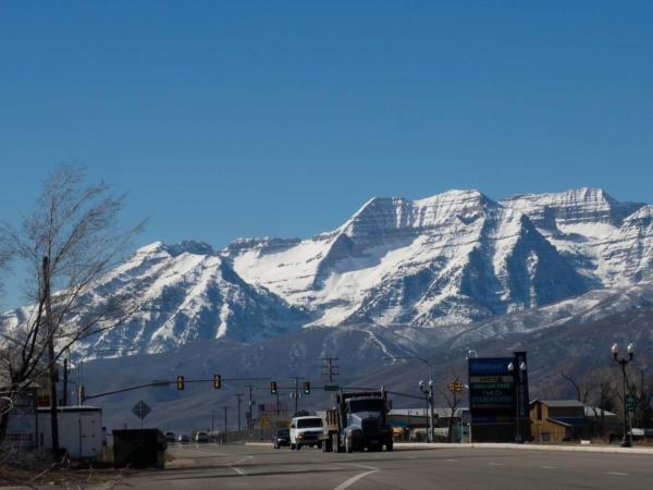 A kousek od hotelu byl i Walmart s nádhernými horami v pozadí.