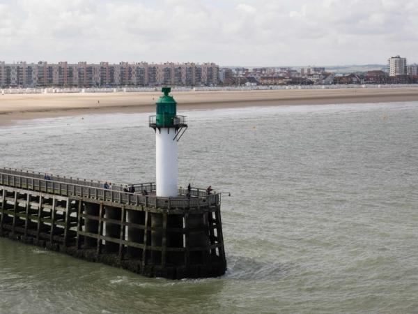 Vyplouváme z Calais - směr Dover.