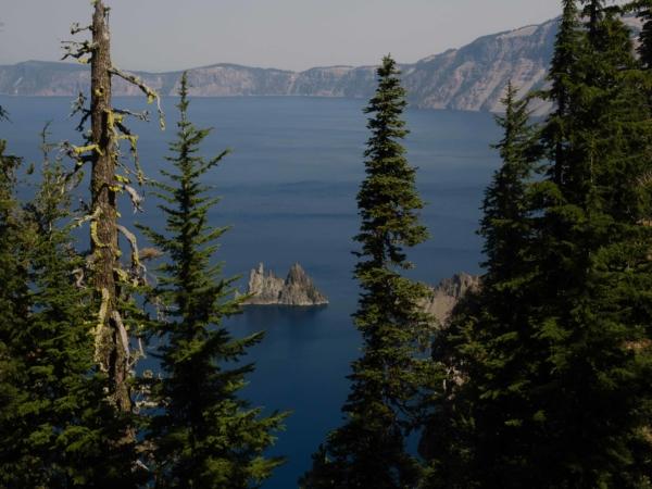 Ostrůvek na jezeru, který se jmenuje Phantom Ship, protože prý tak vypadá.
