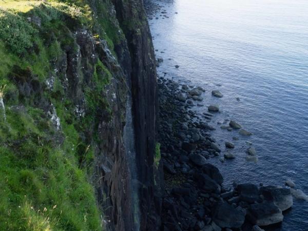 Vodopád a v pozadí Kilt Rock.