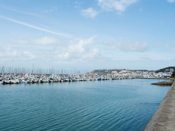Nábřeží v Le Havre a lodě a lodičky kam se podíváte...