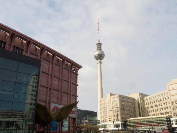 TV tower na Alexanderplatzu.