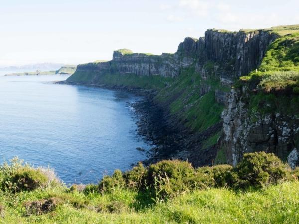 Divoké a krásné pobřeží ostrova Skye.