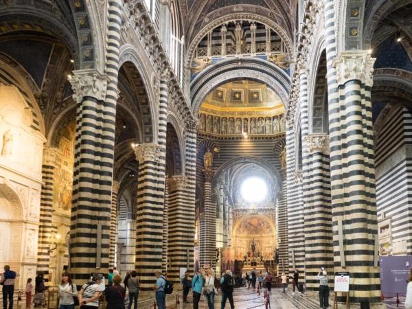 Uvnitř Duomo Siena