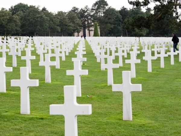 Hřbitov amerických vojáků padlých při invazi.