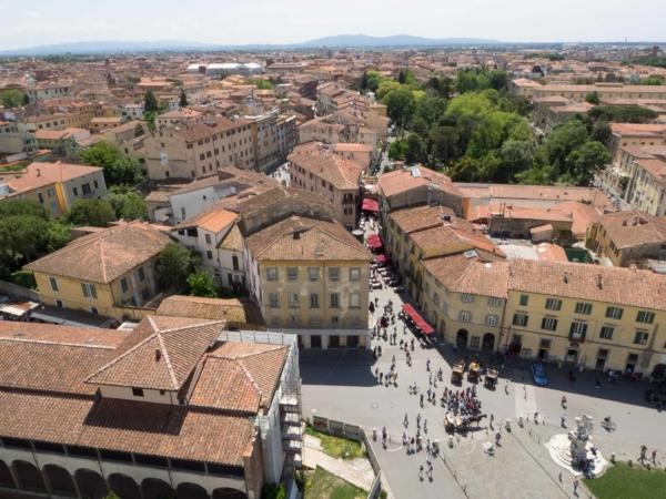 Pohled z věže na město.