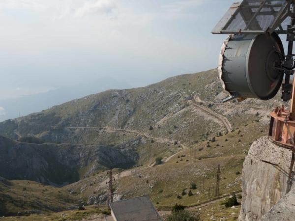 Výhled ze Štirovniku na offroadovou cestu.
