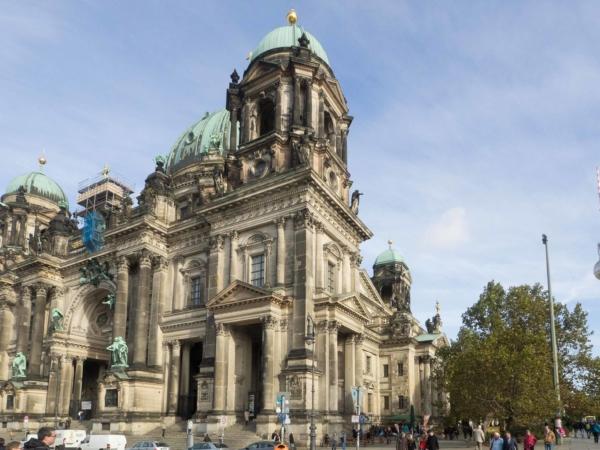 A ještě jednou Berlínská katedrála a za ní Fernsehturm.