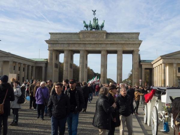 A na konci třídy Unter den Linden je Braniborská brána.