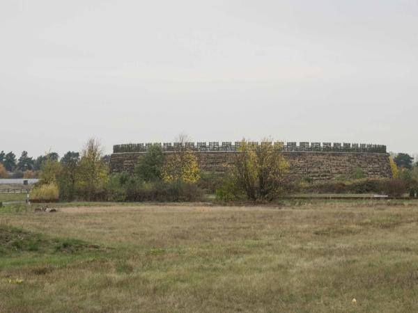 Obnovené slovanské hradiště z 9.-10. století -  Slawenburg Raddusch.