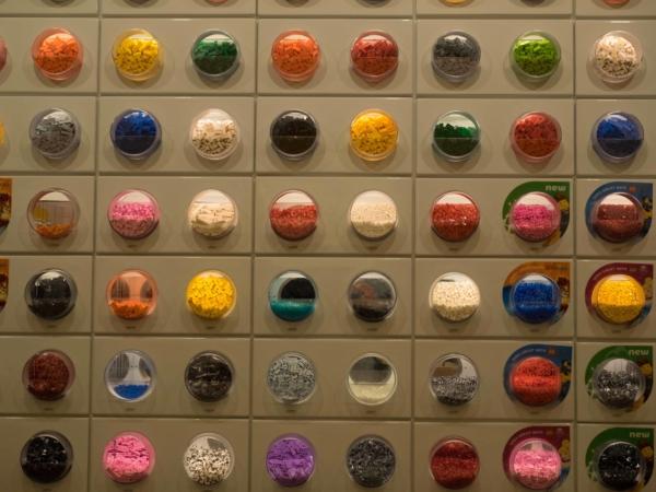 Prodej kostiček v Lego obchodě ve Fashion Mallu na STripu