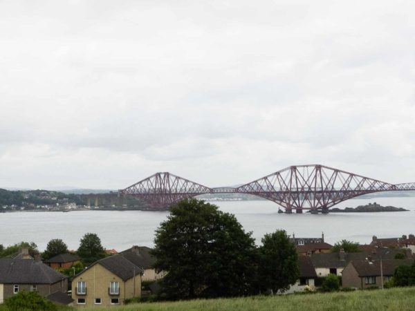 Nalevo od železničního mostu je navíc stejnojmenný silniční.