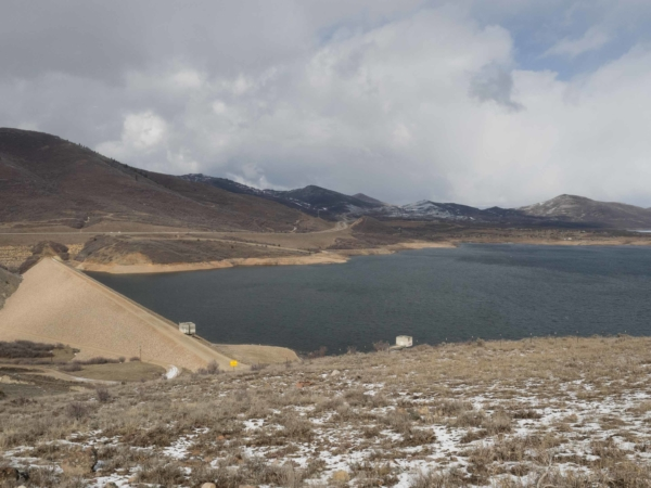 Přehrada vytvářející jezero Jordanelle.