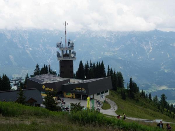 Další den už jen procházka na kopci proti Dachsteinu.