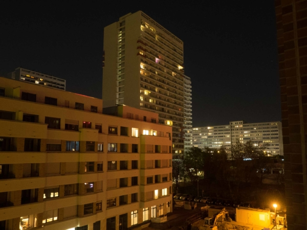 Večerní pohled z okna - Berlín je pořád hodně panelákové město...