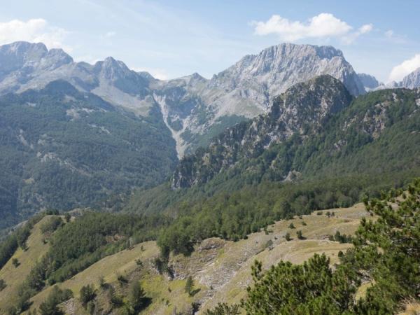 Výhled na horu Jezerce 2694 m. Jedna z nejvyšších v Albánských Alpách.