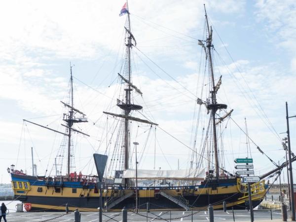 Školní plachetnice či replika středověké obchodní lodi?