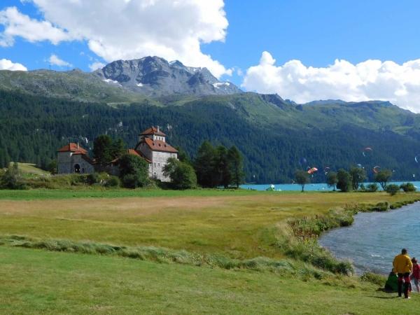 Na jezeře u St. Moritz - asi nějaké závody na kitech.