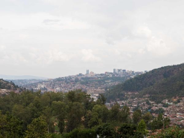 Pohled na Kigali - hlavní město Rwandy.
