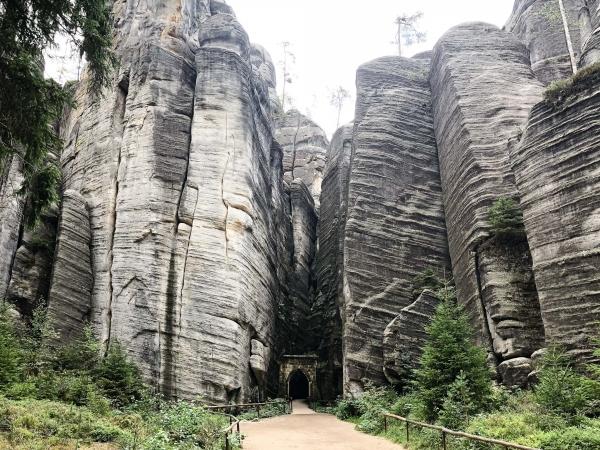 Vchod do skalního města