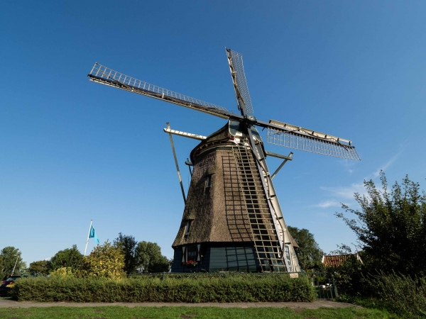 Na konci Amstel parku stojí mlýn De Riekermolen.