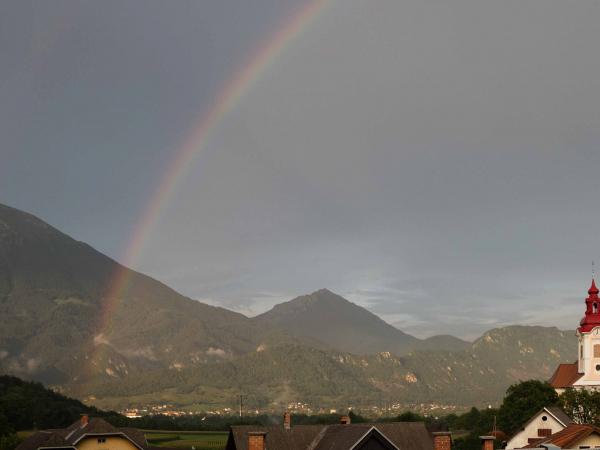 Pohled z balkónu našeho apartmánu ve vesničce Zasip. Po dešti...