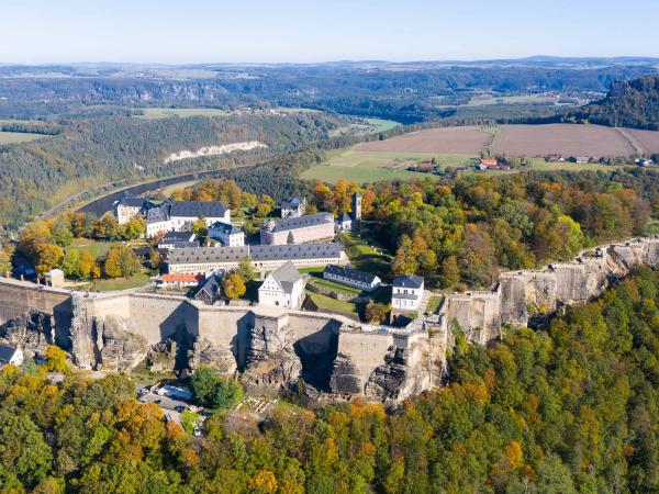 Pevnost Königstein na stejnojmenné stolové hoře v Saském Švýcarsku.